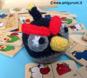 0165-angrybirds-bomb-news2